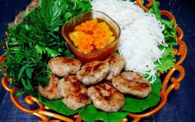 vietnamsese food kebab rice noddle bun cha